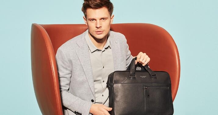 A professional Business bag characterises you as much as your outfit. No matter if it is a elegant l...