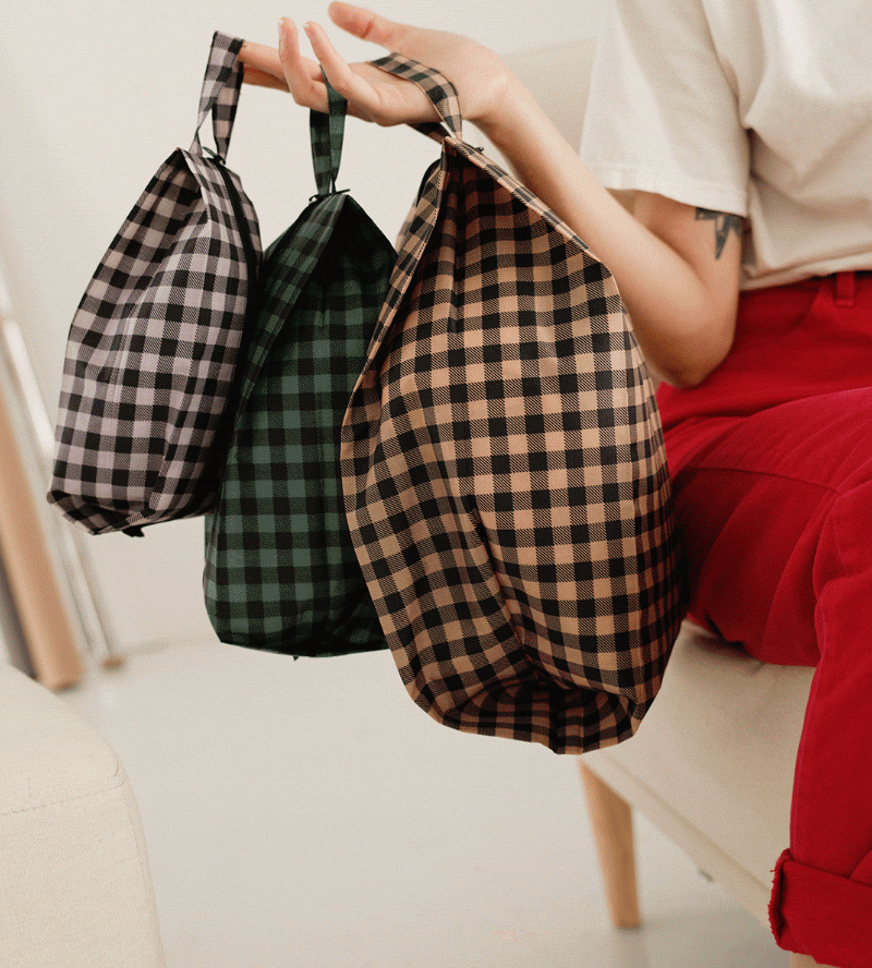 Everyone's favorite pouch sets are back in new seasonal prints.